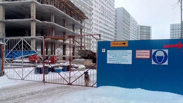 Мэрия Омска требует снести строящийся дом в микрорайоне «Изумрудный берег»