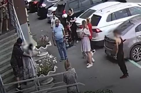 В Челябинске суд определил наказание для соседей, избивших подростков после падения ребенка с крыльца