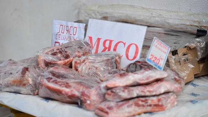 Мясо подорожало, а сахар «заморозили»: на что действительно выросли цены на Урале с Нового года
