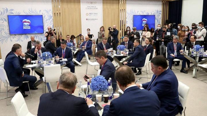 Дмитрий Махонин поучаствовал в обсуждении развития инфраструктуры в регионах на ПМЭФ