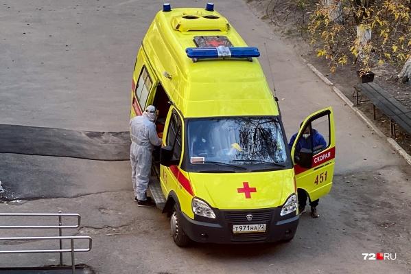 Часть врачей и медсестер в Тюменской области с начала пандемии работают исключительно с коронавирусными больными
