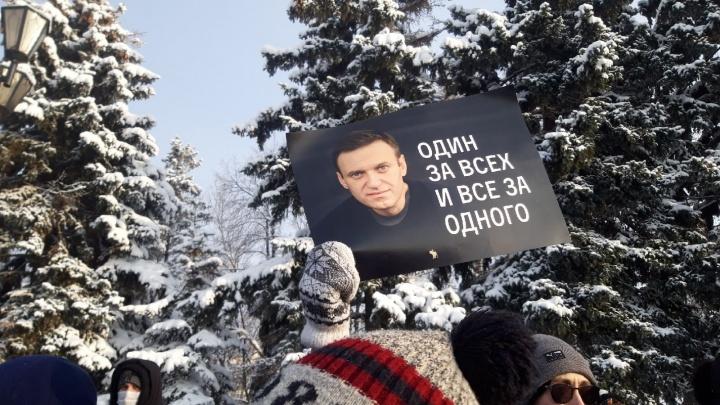 Уфимцы перекрыли дорогу автозакам с задержанными во время протестов в поддержку Навального
