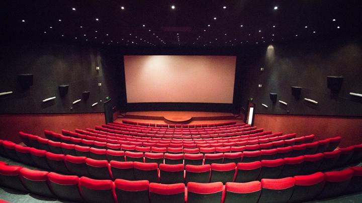 В Новосибирской области сняли часть коронавирусных ограничений с кинотеатров и спортивных мероприятий