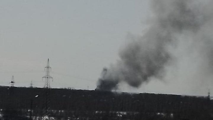 Около Новосибирска загорелся частный дом с газовыми баллонами— у него обрушилась крыша