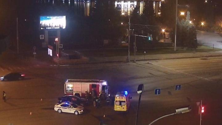 Ночью ГИБДД устроила погоню за УАЗ на площади Ленина — преследование попало на видео