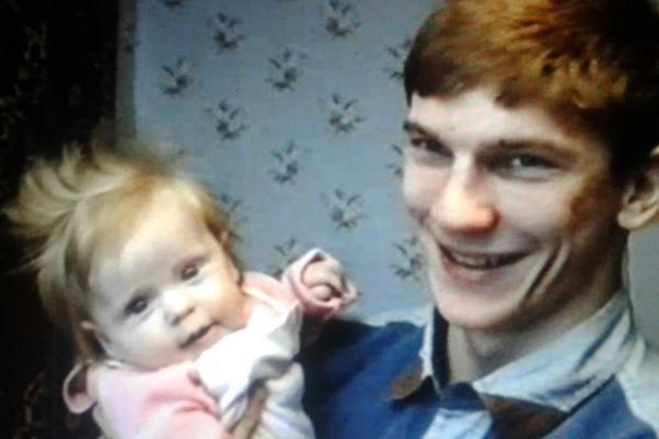 """Маленькая Елена Шефер лишилась отца в <nobr class=""""_"""">1995 году</nobr><br>"""