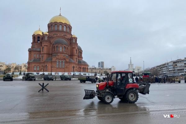 На площадь Павших Борцов не пропускают ни машины, ни людей