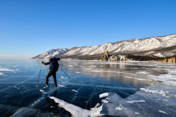 Тюменцы три дня шли по Байкалу на коньках