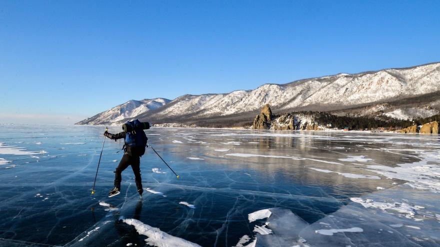 """Сотня километров на коньках и ночевка <nobr class=""""_"""">в палатке</nobr> <nobr class=""""_"""">на льду</nobr>: как тюменские туристы ездили <nobr class=""""_"""">на </nobr>Байкал"""
