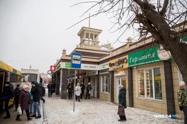 В городе каждый год появляются новые торговые объекты. Часто предприниматели благоустраивают прилегающую территорию в надежде на долгое время работы