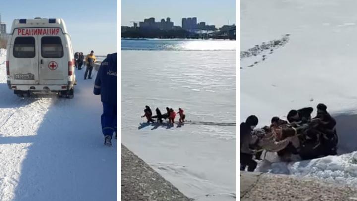С Октябрьского моста упал мужчина — его эвакуировали спасатели