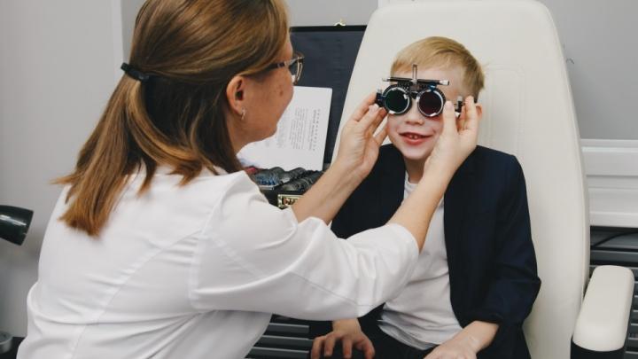 Детям в клинике лечат глаза мультфильмами