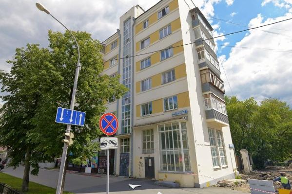 Жильцы дома на перекрестке улиц Первомайской и Толмачева требуют выселить нежеланных соседей