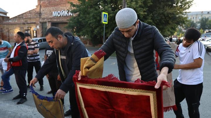 Молитвы на дорогах и забитые маршрутки: как мусульмане отметили Курбан-байрам в Челябинске
