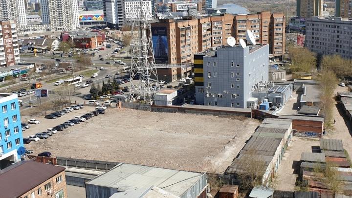 Между снесенным ангаром на Взлётке и новым ЖК планируют построить многоуровневую парковку и офисы