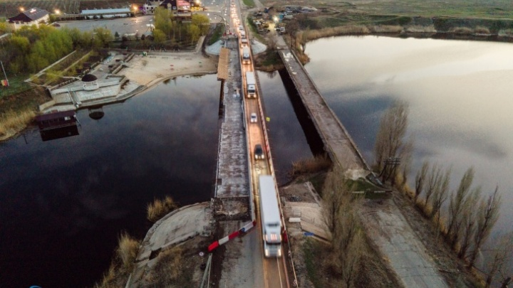 Волгоградцам показали обход многокилометровой пробки на трассе у Пичуги