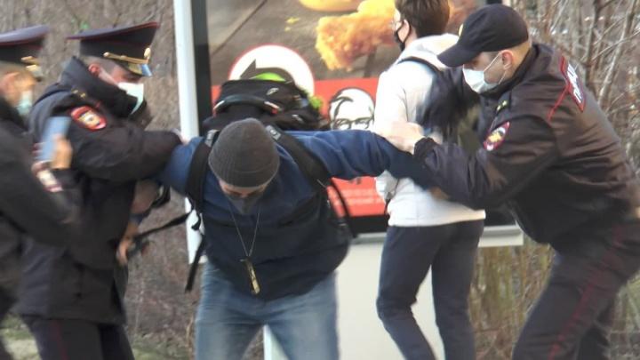 Омбудсмен вступилась за жестко задержанного на протестах в Екатеринбурге правозащитника