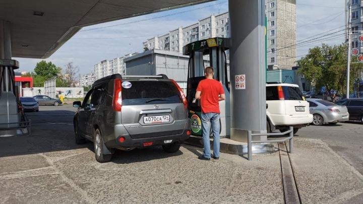 Бензин в июне резко подорожал в Красноярске. У отдельных сетей ценник вырос на 1–2 рубля за литр
