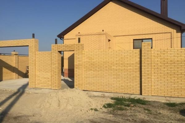 Начальник отдела полиции вынуждал раскошелиться подчиненного на ремонтно-строительные работы этого дома