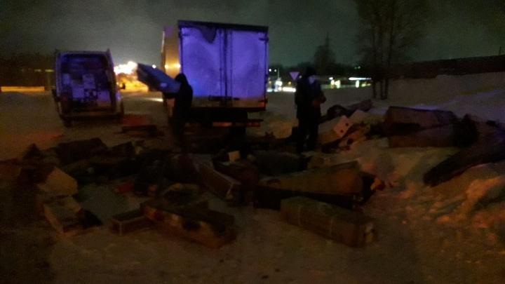 Грузовик с цветами загорелся в Бердске— пожар попал на видео