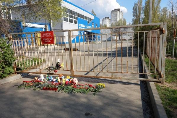 Тренеры и родители признают — катастрофа стала последствием многолетнего игнорирования властями детского спорта в Волгограде и области