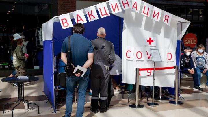 В Тюмени назвали условия, при которых в регионе введут обязательную вакцинацию против ковида