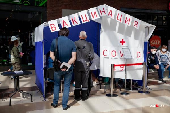 Тюменцы заражаются ковидом даже после вакцинации. Но медики говорят, что это абсолютно нормально