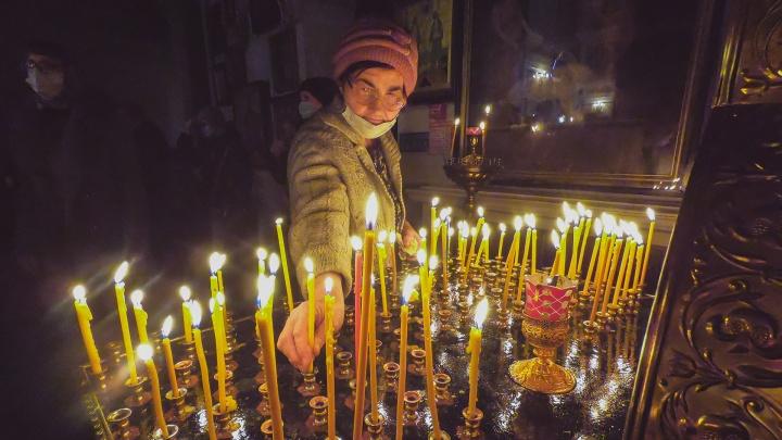 Как отпраздновали Рождество в эпоху коронавируса— разглядываем 15фотографий из Уфимского собора