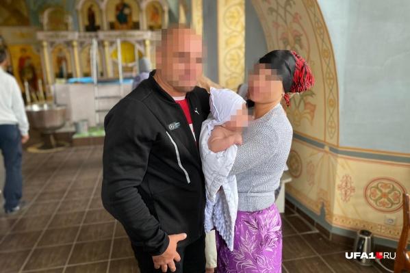Сейчас ребенок находится с главой семьи, который отказывается видеться с супругой