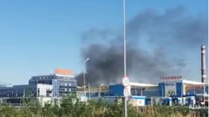 Черный дым напугал местных жителей: на ЖБИ загорелось масло в производственном цехе