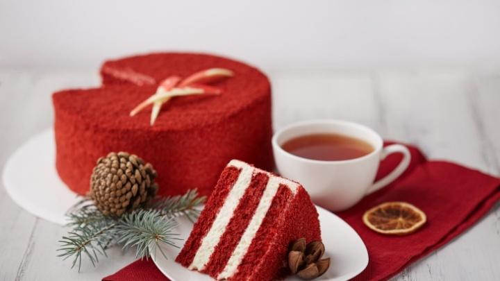 Кондитерская решила подсластить новый год и начала отдавать покупателям второй торт бесплатно