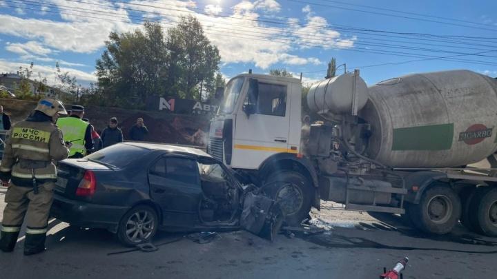В Уфе в ДТП с грузовиком погиб человек