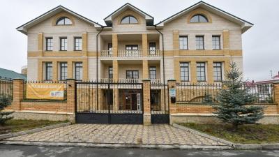 За обучение 300 тысяч. Как в Екатеринбурге работает частная школа во дворце с джакузи