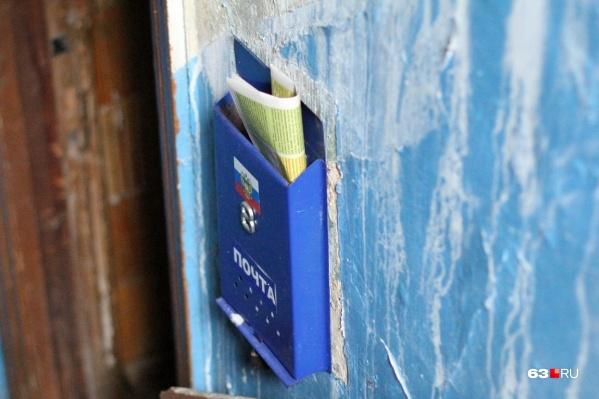 В соцсетях писали, что опасные находки якобы раскладывают по почтовым ящикам