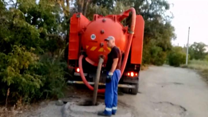 «А ведь там люди купаются»: волгоградец попытался уличить «Концессии водоснабжения» в незаконном сливе отходов