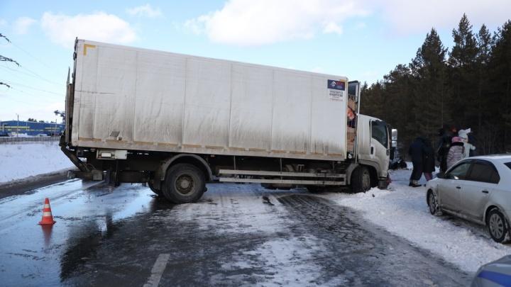 «Машины выкинуло с дороги»: появилось видео последствий смертельного ДТП на трассе под Самарой