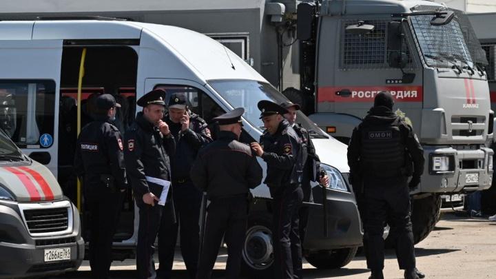 Силовики схватили более 400 нелегалов при зачистке рынков Аксайского района