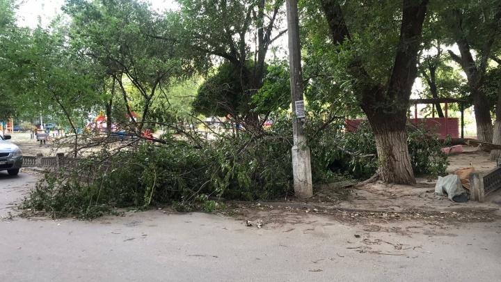 Повреждены дома и административные здания: по Волгоградской области пронесся ураган