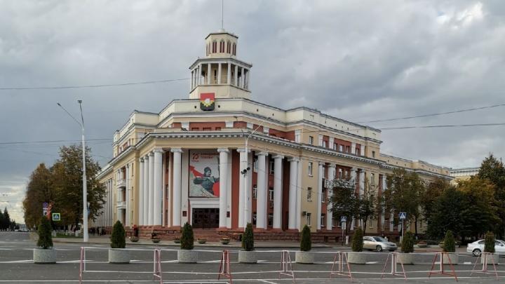 Власти рассказали, сколько человек претендуют на должность мэра Кемерова. Среди них — Илья Середюк