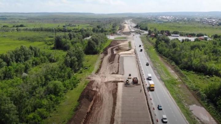 На участке трассы М-5 возле Белозерок строители вбили первые сваи нового путепровода