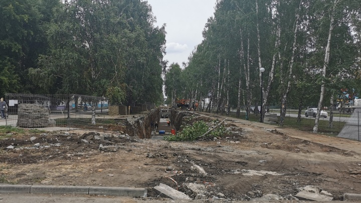 В Челябинске ради замены труб перекопали новый сквер, благоустроенный за 25 миллионов