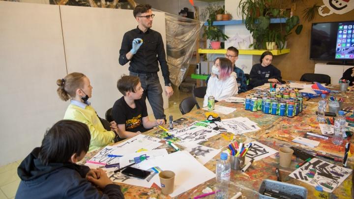 Известный московский стрит-арт-художник провел мастер-класс для пермских подростков при поддержке бренда «Троекурово»