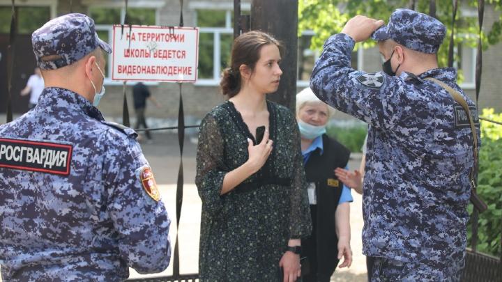 Журналистку UFA1.RU задержали силовики Росгвардии во время проверки школ в городе