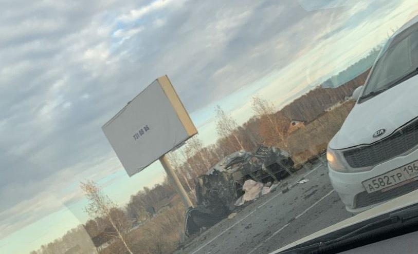 На трассе под Челябинском произошло смертельное ДТП: легковушка столкнулась с фурой