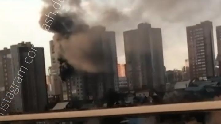 В Уфе в 18-этажном доме произошел пожар. Очевидцы сняли видео