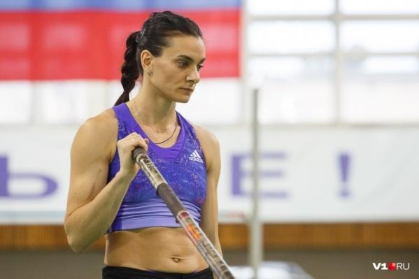 Елена Исинбаева поддерживала волейболистов во время всего матча, а после решила напомнить подписчикам о своем триумфе