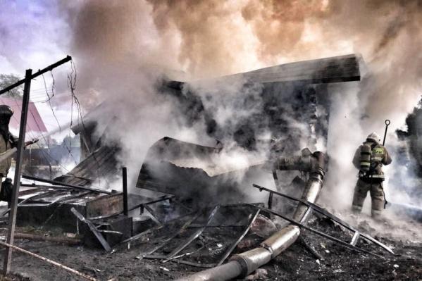 Дом многодетной семьи сгорел буквально дотла