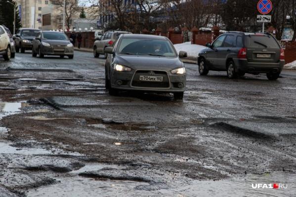 Второй год на Комсомольской творится хаос