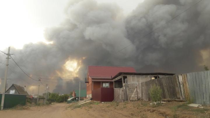 Из-за крупного лесного пожара в Самарской области приостановили движение поездов