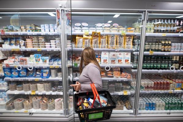 В магазинахувеличивается ассортимент свежей продукции, овощей, фруктов, охлаждённого мяса и рыбы